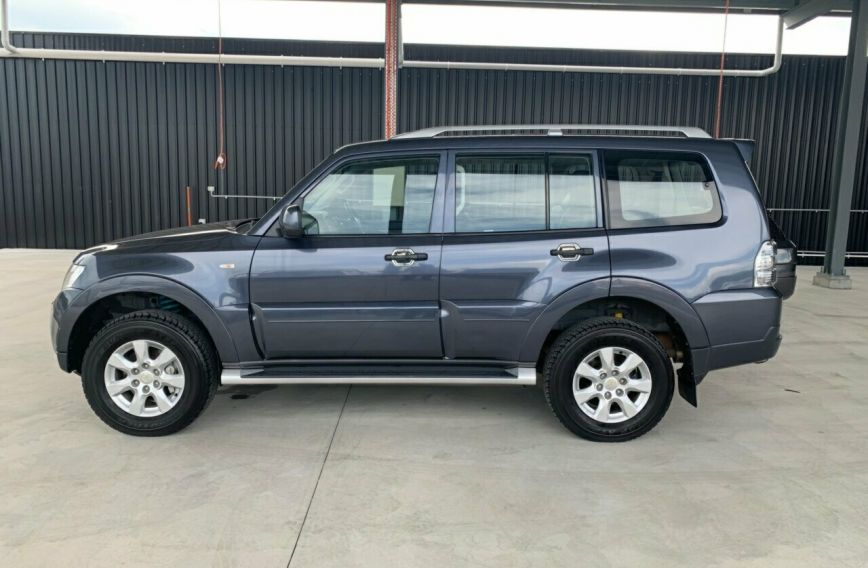 2009 MITSUBISHI PAJERO Platinum Edition  NT Turbo WAGON