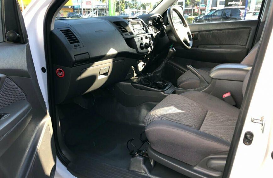2013 TOYOTA HILUX SR  KUN26R Turbo CAB CHASSIS Dual Cab
