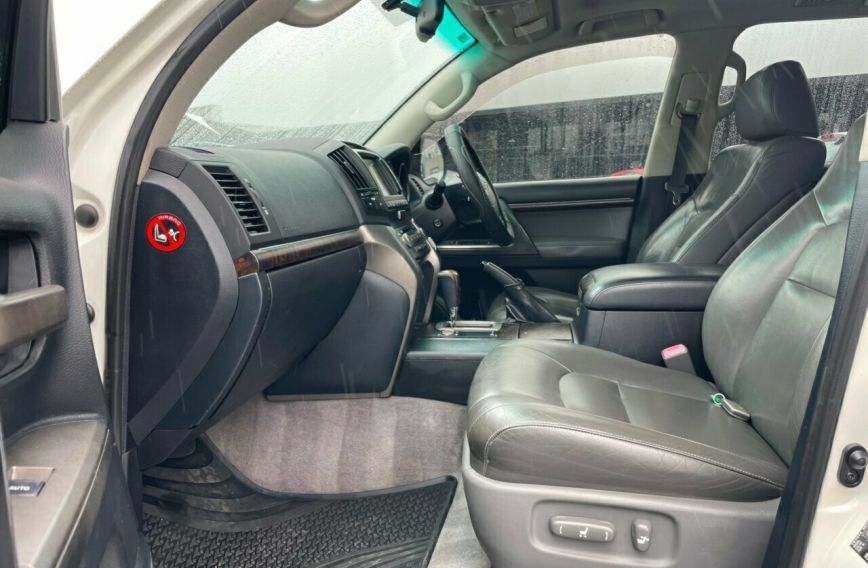 2009 TOYOTA LANDCRUISER Sahara  VDJ200R Tw.Turbo Wagon