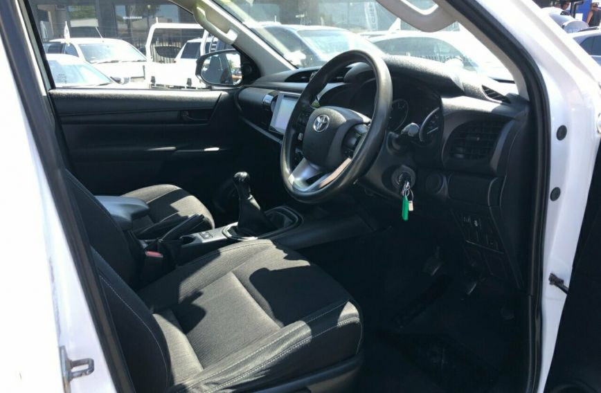 2016 TOYOTA HILUX SR  GUN126R Turbo CAB CHASSIS Dual Cab