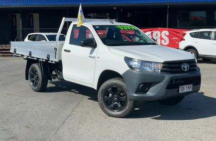 Used 2015 TOYOTA HILUX GUN125R Cab Chassis 2dr Workmate Single Cab Man 6sp 4x4 2.4DT 1225kg